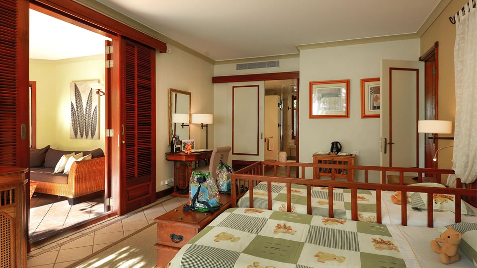 Dinarobin Beachfront Club Family Suite
