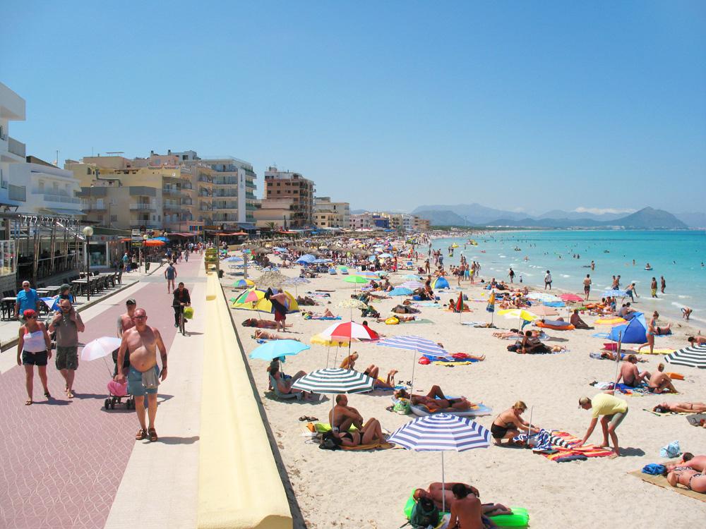 Mallorca Travel Guide Book